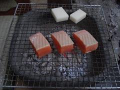 囲炉裏で焼物