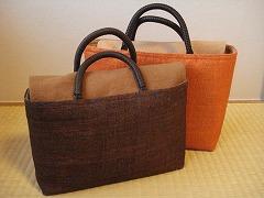 「よしおか」のバッグ・染料は不明・奥のバッグがひとまわり大きい