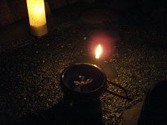 腰掛の手燭と火鉢