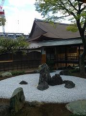 牡丹の間から、石庭