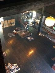 二階からの板間