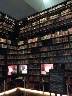 一面の本棚